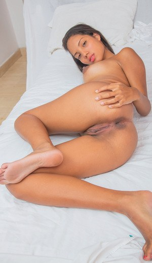 Latina pussy and feet